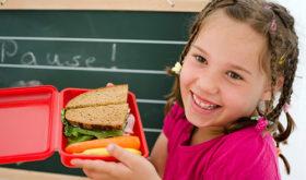Названы продукты, опасные для жизни и здоровья детей