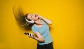 Наушники в ушах: как обезопасить себя от ухудшения здоровья