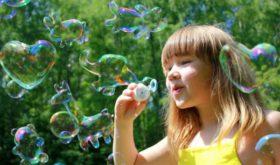 Чем развлечь ребенка на даче в летний период?