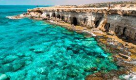 Кипр начнет принимать туристов с 15 июня