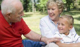 Бабушки в жизни внуков: почему так важны границы семьи и как их обеспечить