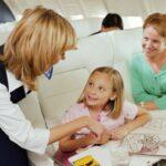 Полеты с детьми на самолете: проблема укачивания и заложенности ушей
