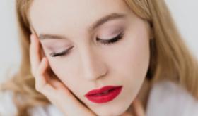 Яркая личность: какой макияж предпочесть в этом сезоне
