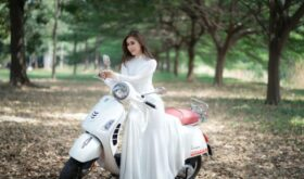 Модный тренд осени: закрытые скромные платья
