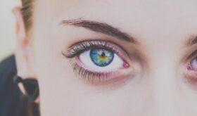 Веер на глазах: как правильно и эффективно укрепить слабые ресницы