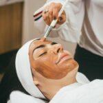 (Не)профессионал: что делать, если косметолог нанес вред внешности