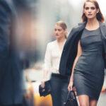Женственные платья не нарушат границы дресс-кода
