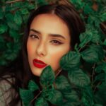 Учимся носить красный: как правильно краситься, чтобы быть в тренде, но не быть смешной