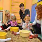Развивающие центры и занятия для малышей: стоит ли заниматься с года или раньше