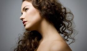 Интенсивное выпадение волос у женщин: об этом не принято говорить