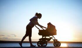 Прогулки с младенцем — приятное занятие
